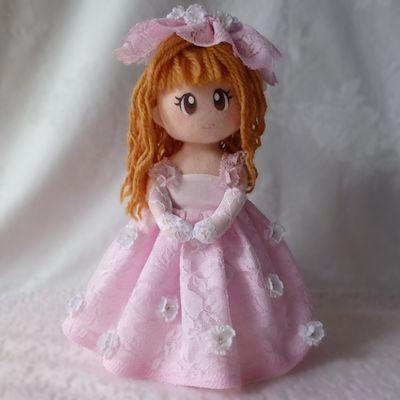 ピンクドレス人形